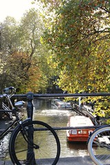 Sunny Utrecht (RW-V) Tags: canoneos70d canonefs35mmf28macroisstm utrecht paysbas niederlande thenetherlands nederland automne autumn herbst herfst sunshine soleil sonne zonneschijn fahrrad bicyclette bicycle fiets bike bikes bicyclefriendly boat bateau canal kanaal gracht oudegracht urban natureurbaine urbannature sooc 100faves 150faves 175faves 200faves 225faves 250faves 275faves 300faves 2500views 325faves 5000views 7500views 350faves 9000views