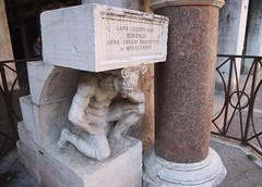 VENEZIA. IL GOBBO DI RIALTO. (FRANCO600D) Tags: gobbodirialto statua scala colonna gobbo forza ve venezia serenissima marmo scultura inginocchio inginocchiato gradini pietrodasalò balaustra canon eos6dmarkii 6dmarkii canon6dmarkii franco600d explore