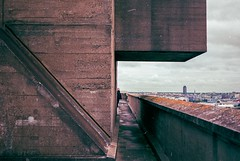 Cité radieuse 1 (herbdolphy) Tags: analogique argentique analog architecture rooftop pellicule 35mm fuji superia 400 yashica fx3super2000 zeiss film filmisnotdead corbusier