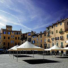 Piazza dell'Anfiteatro, Lucca (pom'.) Tags: panasonicdmctz101 april 2018 lucca toscana tuscany italia italy europeanunion piazzadellanfiteatro 100 200 300