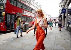 Orange Thing (Steve Lundqvist) Tags: persone ritratto street road crossroad streetphotography strada women sidewalk english london londra inghilterra england uk britain british life beautiful beauty fashion moda mood attractive hair location contact people cover model atmosphere seductive young cute lifestyle shooting posh beau hairstyle pose posed leica q orange redhair red redhead