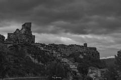 Frías (tonygimenez) Tags: blanco negro cielo paisaje arboles pueblo nubes