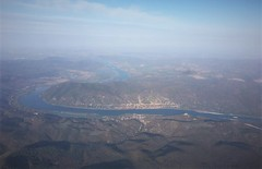 Visegrad, enroute Warsaw to Budapest (roomman) Tags: 2018 hungary visegrad aerial aereal flight transport transportation aviation plane air airline airplane lot dash dash8 bombardier polish airlines river danube donau waw bud epwa morning castle citadella fort fortress name city town budapest warsaw window weather lhbp eqc speqc