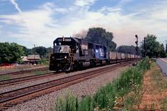 NS SD60 6565 and GP40-2 3371 (ex-CR) west bound at Alburtis PA, Aug 3, 1999 (swissuki) Tags: ns sd60 gp402 alburtis allentown railroads railroad us pa