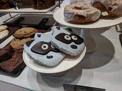 Raccoon Cookie (earthdog) Tags: 2018 food edible cookie animal raccoon starbucks coffeehouse cafe googlepixel pixel androidapp moblog cameraphone