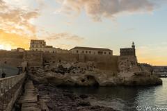 Atardecer desde el espigón del puerto (josmanmelilla) Tags: atardecer sony sol melilla mar nubes pwmelilla pwdmelilla flickphotowalk pwdemelilla españa