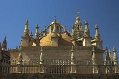 Katedra w Sewilli (jacekbia) Tags: europa hiszpania espania españa sevilla sewilla katedra kościół church architecture architektura building budynek religia religion canon 1100d