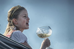 in vino veritas (micagoto) Tags: wein vine vino weinfest königin fest krone glas weinglas meisen frau