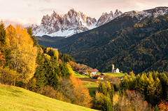 Val di Funes (Nik!) Tags: valdifunes funes sangiacomo odle dolomiti autunno dolomites altoadige chiesa church autumn