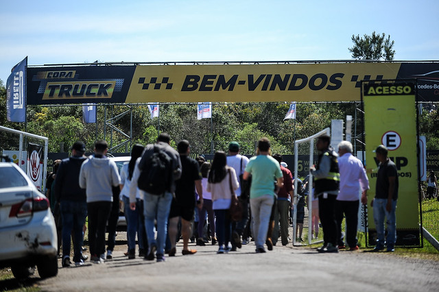 07/10/18 - Cerca de 28 mil pessoas entraram na dança da festa da Copa Truck em Rivera - Fotos: Duda Bairros