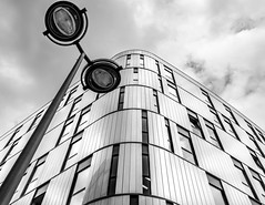 Lightcurve (frank_w_aus_l) Tags: frankreich france dijon opera architecture reflection forms structure metal nikkor nikon d800 28300 bw sw monochrome lamp sky clouds windows perspective