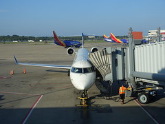 201808012 Pittsburgh airport with DL and WN airplanes (taigatrommelchen) Tags: 20180835 usa pa pennsylvania pittsburgh sky airport airplane pit kpit dal edv swa