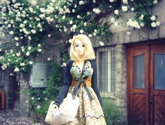 Sophitia near the white roses (♥ Lily Queens ♥) Tags: sophitia momoko ccs 12ss citron reaction pale blonde doll