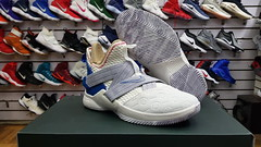 "Nike Lebron Soldier XI / 6 - 6.5 - 7 us • <a style=""font-size:0.8em;"" href=""http://www.flickr.com/photos/40658134@N04/45291776441/"" target=""_blank"">View on Flickr</a>"