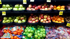Apples and Oranges (Studio d'Xavier) Tags: applesandoranges fruit grocerystore supermarket