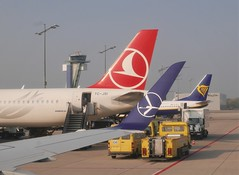 Busy times at Nurnberg airport (roomman) Tags: 2018 germany bavaria ue eddn nurnberg airport aviation transport transportation thy turkish airlines lot polish airways air airline istanbul ist waw warsaw ryanair b737 embraer 175 e175 jet boeing 737 738 b738 321 airbus airbus321 airbusa321 a321 tower atc traffic control jsi tctcjsi ei eidlx plane planes gate board boardingtt