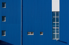 White scattered objects against blue background (ARTUS8) Tags: farbe fassade abstrakt fenster flickr industrie linien nikon28300mmf3556 nikond800 hausgebäude color colour blau blue