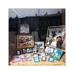 Ni l'un ni l'autre - Hénin-Beaumont (5/8). (Scubaba) Tags: europe france pasdecalais couleurs colors magasin shop carré square