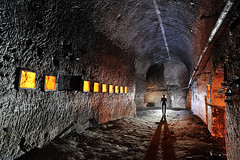 Carrière souterraine de craie (flallier) Tags: carrière souterraine craie underground chalk quarry niches silhouette bougies candles tuyau galerie tunnel