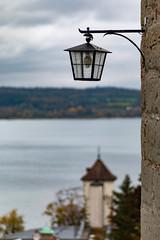 Gallerturm, Überlingen (AxelN) Tags: bokeh deutschland lantern see himmel germany bodensee trist clouds bokehlicious überlingen dismal 85mm gallerturm lampe lake sky lakeconstance water wasser wolken badenwürttemberg