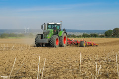 Tillage | FENDT // VÄDERSTAD (martin_king.photo) Tags: autumnwork autumnwork2018 autumn powerfull martin king photo machines strong agricultural greatday great czechrepublic welovefarming agriculturalmachinery farm workday working modernagriculture landwirtschaft martinkingphoto moisson machine machinery field huge big sky agriculture tschechische republik power dynastyphotography lukaskralphotocz day fans work place blue green michelin michelintires compact disc harrow ladscape väderstad fendt fendtglobal fendtfans fendt933vario yesagco väderstadswift720 väderstadswift cultivator red