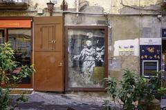 """La madone au pistolet"" de Banksy (nietsab) Tags: banksy naples napoli nietsab canon 600d street art"