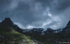 Sombre montagne (Quentin Douchet) Tags: alpes alpesfrançaises alps auvergnerhônealpes france frenchalps nature savoie savoy cloud landscape montagne mountain nuage nuageux paysage sommet summit