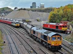 66776 (Down to nowhere) Tags: 66776 joanne gbrf gbrailfreight coco diesellocomotive electromotivedivision emd generalmotors jt42cwr 56301 ukrailleasing class56 class66 class60 60100 midlandrailwaybutterley peakforest doveholes doveholesquarry 6h60