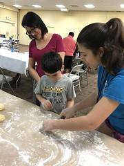 "1st grade Shabbat Family Workshop (17) • <a style=""font-size:0.8em;"" href=""http://www.flickr.com/photos/76341308@N05/31886198688/"" target=""_blank"">View on Flickr</a>"