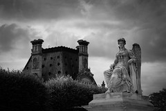 Cut...end of dream (.KiLTRo.) Tags: paris îledefrance france fr kiltro cielo sky estatua statue city urban clouds street building architecture ecole louvre