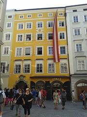 Mozart's Birthplace, Salzburg, Austria (Capturing Travel Memories) Tags: salzburg austria österreich avusturya europe house haus building home ev avrupa mozart fans birthplace müze exhibition landmark sights attractions travel trip gezi people tourism tourists seyahat crowd geburtshaus