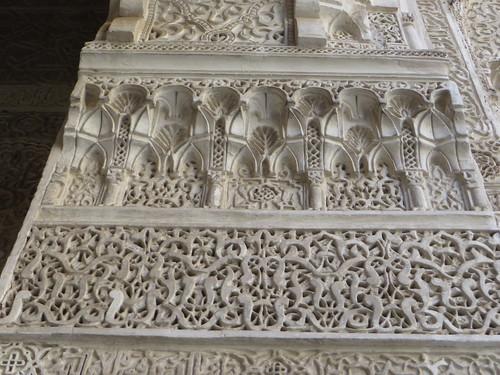 Décor de stucs, médersa Attarine (début XIVe siècle), Talaa Kbira, médina de Fès el Bali, Fès, Maroc.