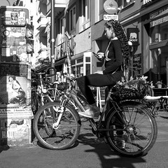 autumn leaves at the basket (every pixel counts) Tags: 2018 bicycle vélo eu city berlin capital europa street everypixelcounts blackandwhite people smartphone 11 girl mobiledevice cellularphone bw móvil mobile celular prenzlauerberg woman sign basket berlinalive square