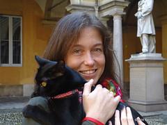 OA145201 DSC07959 (pierino sacchi) Tags: cortile gatto moka nero statue unipv