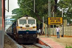 Karnataka Exp. (B V Ashok) Tags: karnataka superfast express ndlssbc newdelhibengaluru 12628 thondebhavi tdv pune swr cr wdp4d 40424 emd