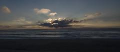 Bonne nuit (jandmpianezzo) Tags: sera tramonto francia biscarosse sole soleil coucher mare atlantico onde cielo nuvole clouds vacanze seascape acqua blu colori evening estate holidays luce natura outdoor oceano spiaggia