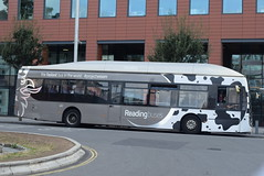 RB 420 @ Reading train station (ianjpoole) Tags: reading buses scania k270ub alexander dennis enviro 300 yr13pnf 420 working route the leopard 3 station road broad street wokingham