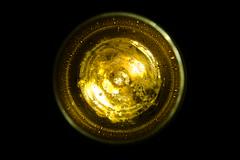 goldfarbenes Rund (wellenkern) Tags: gold rund singularität bier ale glas oben top bubble blasen circle kreis around urknall blackgold goldblack black vertical