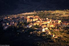 Castelvecchio da lontano (SDB79) Tags: panorama paese borgo castelvecchio abruzzo zoom luce tramonto case