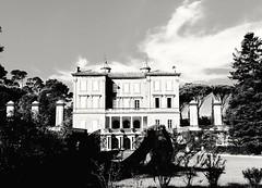(petitgenetalice) Tags: château nature noirblanc façade