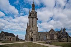 vers le cliel (Patrick Doreau) Tags: église pleyben enclos paroissial bretagne ciel bâtiment church nuages clouds sky
