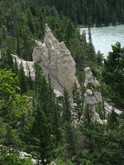 Banff NP, Hoodoos in Bow Valley (januszsl) Tags: goryskaliste rockymountains canadianrockies montagnesrocheuses hoodoo cheminéedefée bajecznekominy valley tal dolina national park parc narodowy nationalpark america ameryka amérique canada kanada alberta banff banffnationalpark