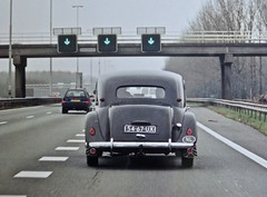 54-67-UX CITROËN 11B Traction Avant Berline Normale 1953/1972 While Driving (ClassicsOnTheStreet) Tags: 5467ux citroën 11b tractionavant berline normale 1953 1972 ta traction citroënta citroëntractionavant 11series 11bn tractionnormale 50s 1950s voiture saloon sedan pkw andrélefèbvre lefèbvre bertoni flaminiobertoni classiccar classic oldtimer klassieker veteran oldie classico gespot spotted carspot motorway a2 everdingen a27 snelweg autoroute autobahn 2007 2018 straatfoto streetphoto streetview strassenszene straatbeeld classicsonthestreet onderweg enroute cwodlp onk ux analogue analoog fotovanfoto copy kopie repro reproductie reproduction