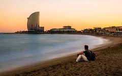 Moments de pau (Ramon InMar) Tags: platja barcelona barceloneta mar seascape sea sunset posta beach quiet peace tranquilitat wela