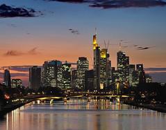Skyline Frankfurt am Main (Roland Mantke) Tags: skyline frankfurt nachts spiegelung stadtlandschaft architektur himmel wasser stadt