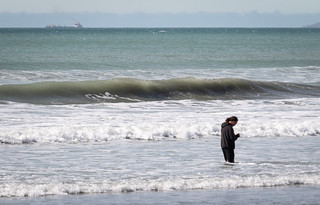 20180921_5250_7D2-280 Surfing or Texting in the Surf (264/365)