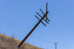 Leaning Old Pole (dcnelson1898) Tags: alamedacounty california altamontpass northerncalifornia hills golden