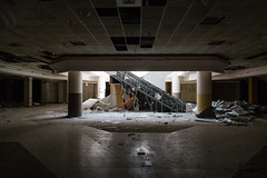Escalator (Mike Matney Photography) Tags: 2018 august canon eos6d jamestownmall midwest missouri abandoned decay mall florissant unitedstates us