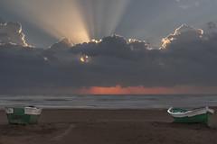 Estaciones. (*Nenuco) Tags: playa beach valencia spain orange verde green naranja nikon d5300 nikkor 1855 clouds nubes sun sol amanecer sunrise malvarrosa nenuco