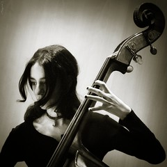 jazz (*BegoñaCL) Tags: jazz contrabajo woman music live doublebass sepia portrait hand begoñacl candid